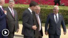 Jean-Claude Juncker tambaleándose en la Cumbre de la OTAN.