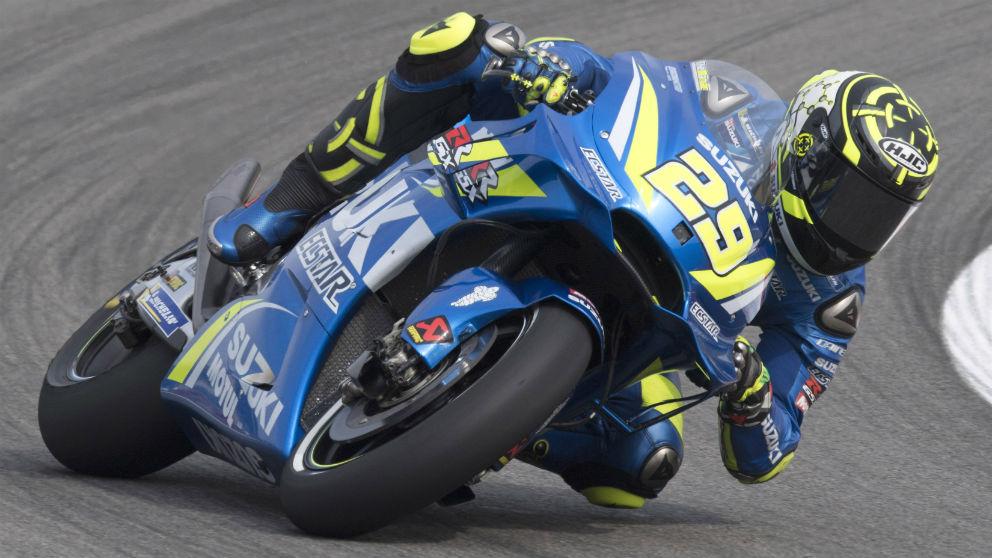 Andrea Iannone ha comenzado marcando el mejor tiempo en el GP de Alemania de MotoGP, con Marc Márquez situado en la segunda posición. (Getty)