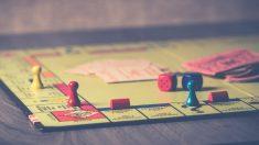 Cómo elegir juegos para cenas de grupo divertidos y amenos