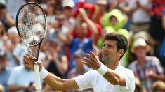 Djokovic celebra la victoria en Wimbledon. (Getty)