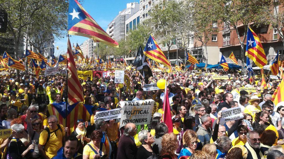 Manifestación en Barcelona por los golpistas presos y fugados. (Foto: Europa Press)