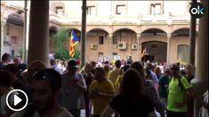 Los separatistas irrumpen en el interior de la cárcel Modelo de Barcelona.