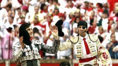 Roca Rey y Padilla salen a hombros en una corrida en Pamplona (Foto: EFE).