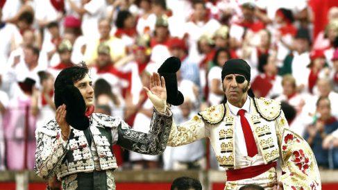 Roca Rey y Padilla salen a hombros este viernes en Pamplona (Foto: EFE).