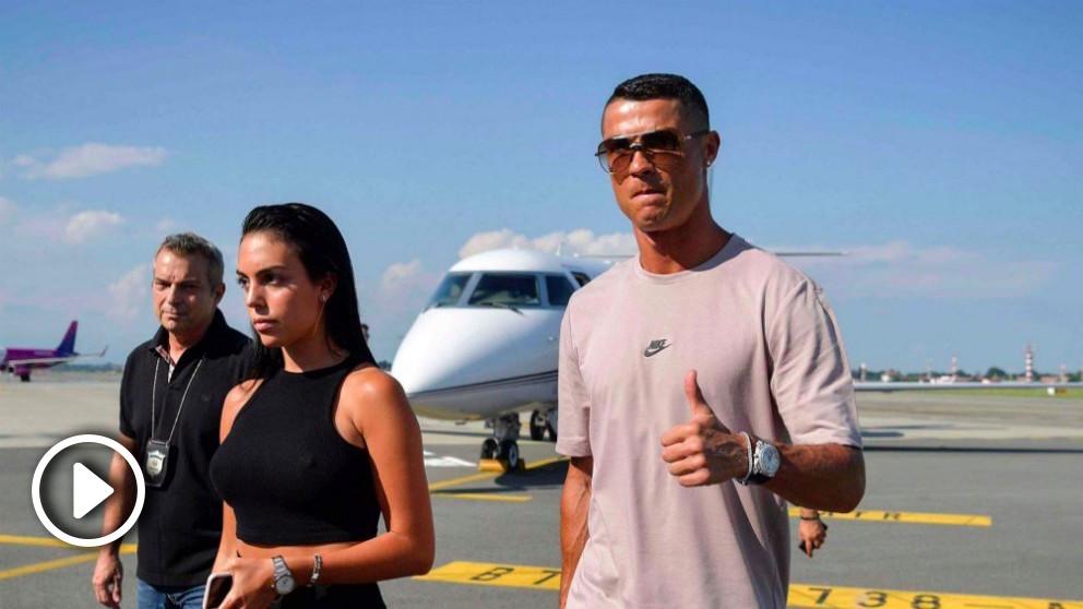 Cristiano Ronaldo, junto a su pareja a su llegada a Turín. (Juventus)