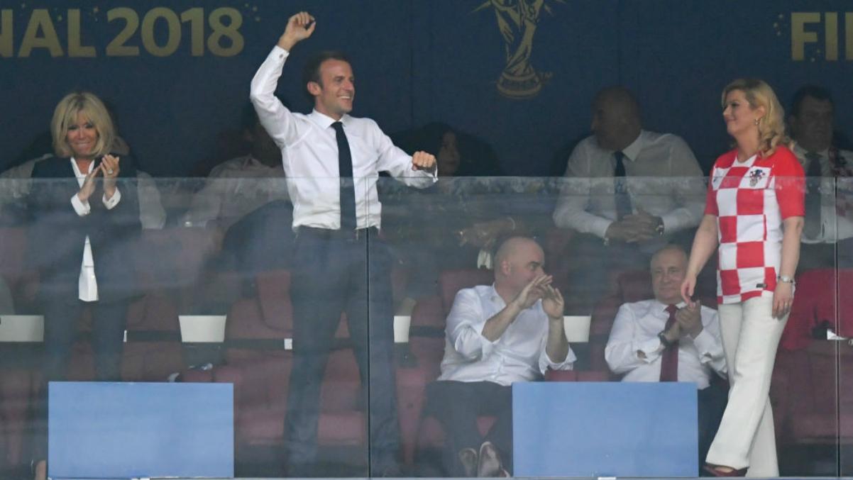 Macron celebra un gol de Francia ante la presencia de la presidente croata. (Getty Images)