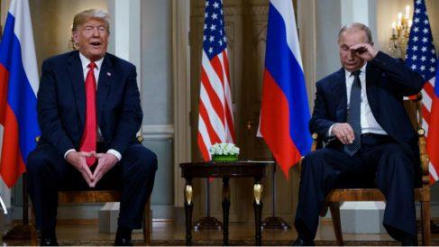Donald Trump y Vladimir Putin antes de comenzar su reunión en Helsinki. Foto: AFP