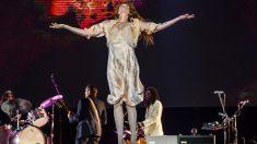 Florence Welch acompañada de su banda (Florence + The Machine) durante su actuación en el festival BBK Live 2018. Foto. EFE