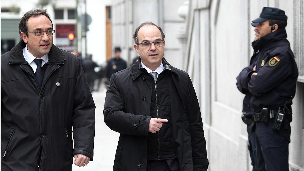 Los ex consellers Josep Rull y Jordi Turull, camino del Tribunal Supremo. (EP)