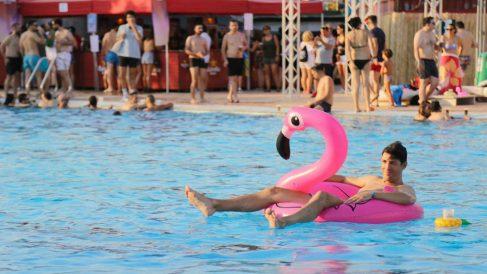 Low Festival cuenta con una piscina olímpica en la que relajarte mientras escuchas los conciertos. Foto: Low Festival