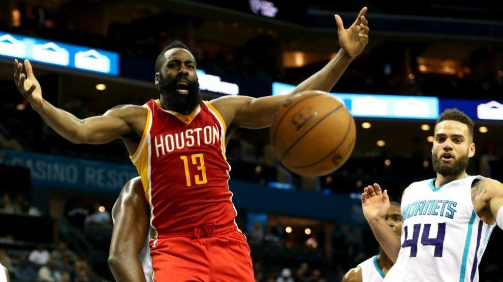 Jeff Taylor, en un encuentro frente a Houston Rockets. (Getty)