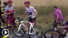 Skujins se levantó y no podía controlar el movimiento de la rueda trasera de su bicicleta.