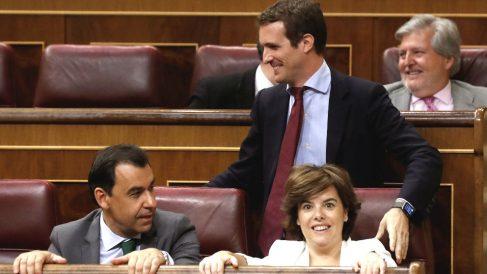 Los dos candidatos a la Presidencia del PP, Soraya Sáenz de Santamaría y Pablo Casado, en el Congreso de los diputados (Foto: Efe)