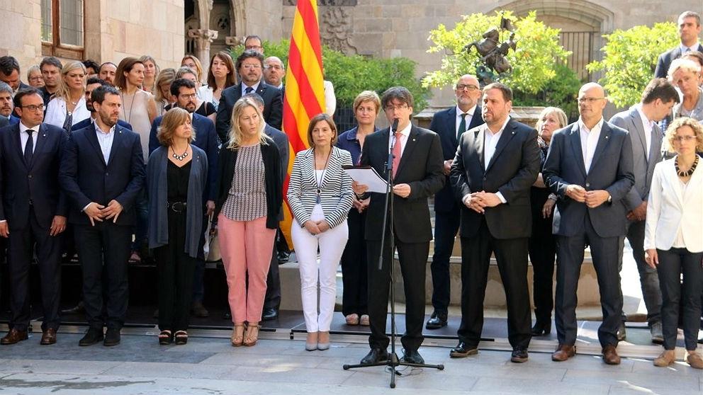 El Govern golpista de Carles Puigdemont en el Palau de la Generalitat. (EP)