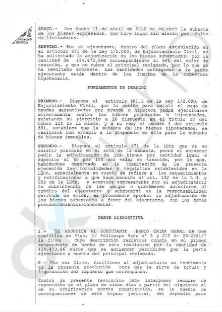 Decreto del Juzgado adjudicando la vivienda a Caixa Gral por 434.473 euros al no haber postores en la subasta.