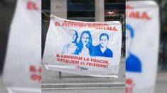 Uno de los carteles colgados por Arran que muestran a Inés Arrimadas y a Alberto Fernández con Francisco Franco. (EP)