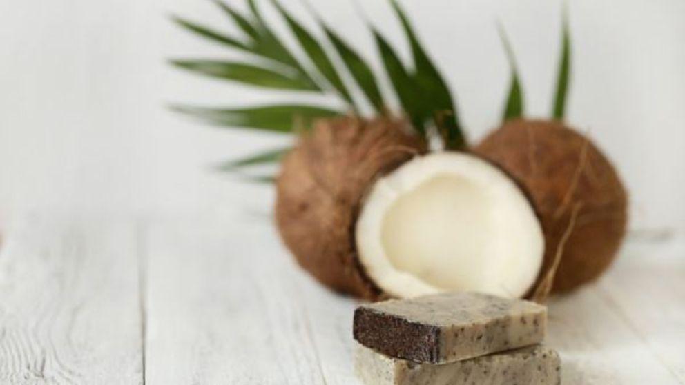 Todos los pasos para hacer una receta de jabón de coco
