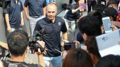 Iniesta posa ante los medios. (AFP)