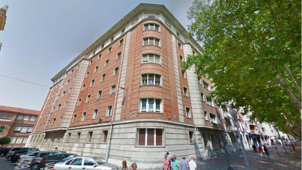 Edificio del Paseo Zorrilla donde se encuentra el pisazo de 280 metros cuadrados de Óscar Puente (Foto: Google Maps).