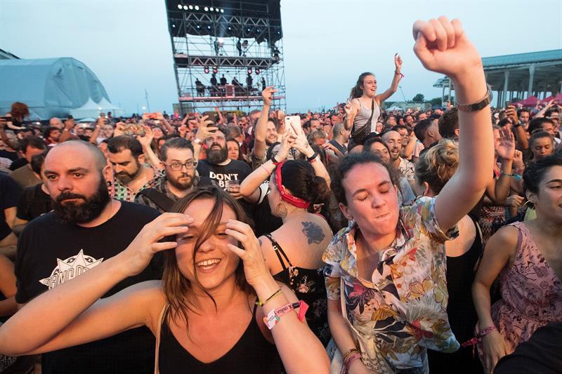 El público entregado, y con espacio para bailar, en el festival Cruïlla de Barcelona. Foto: EFE