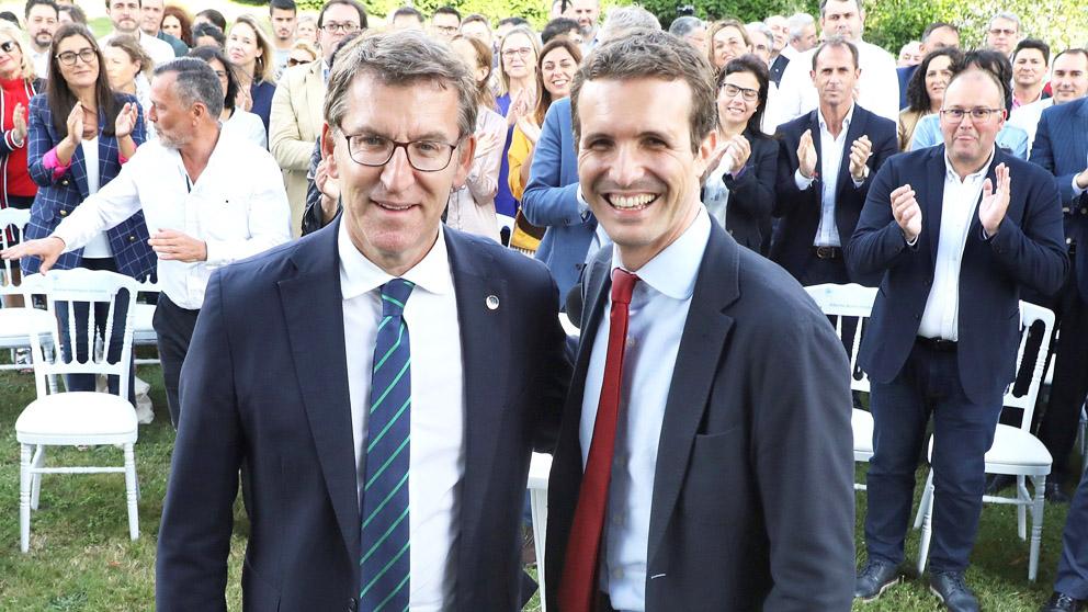 Alberto Núñez Feijóo y Pablo Casado. (Foto: EFE)
