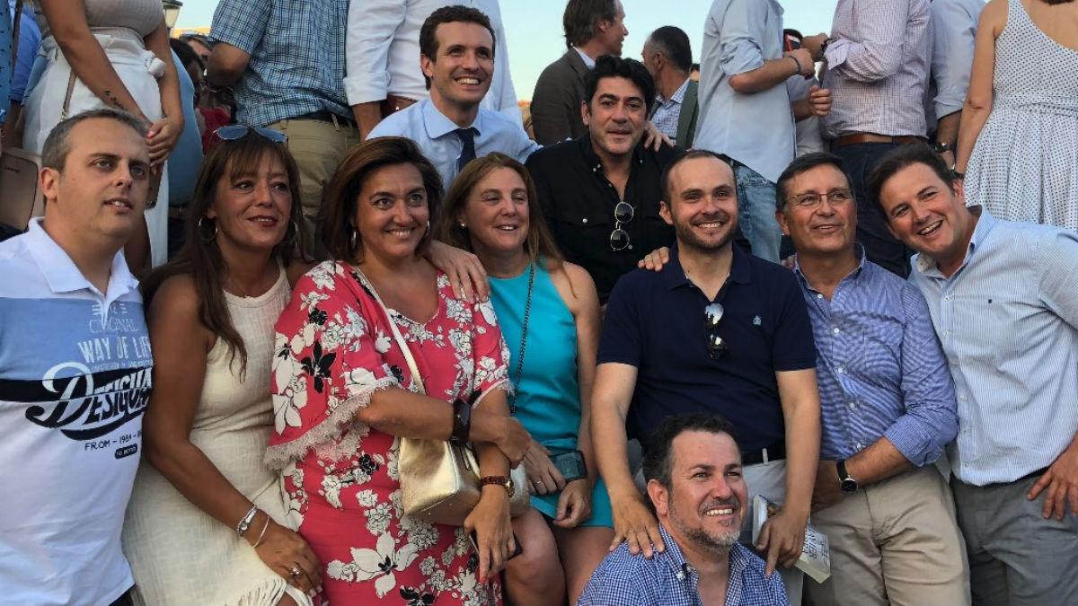 Alcaldes y compromisarios con Pablo Casado esta tarde (RRSS).
