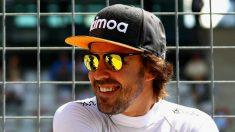 Fernando Alonso se ríe durante un Gran Premio. (AFP)