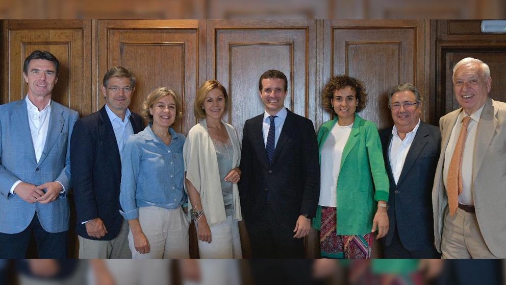 Pablo Casado con los ocho ministros de Rajoy con los que ha comido este jueves en Madrid