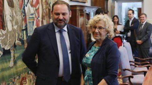 El ministro de Fomento con la alcaldesa este jueves. (Foto. EP)