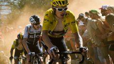 Geraint Thomas, marcando el ritmo en la subida a Alpe D'Huez. (AFP)