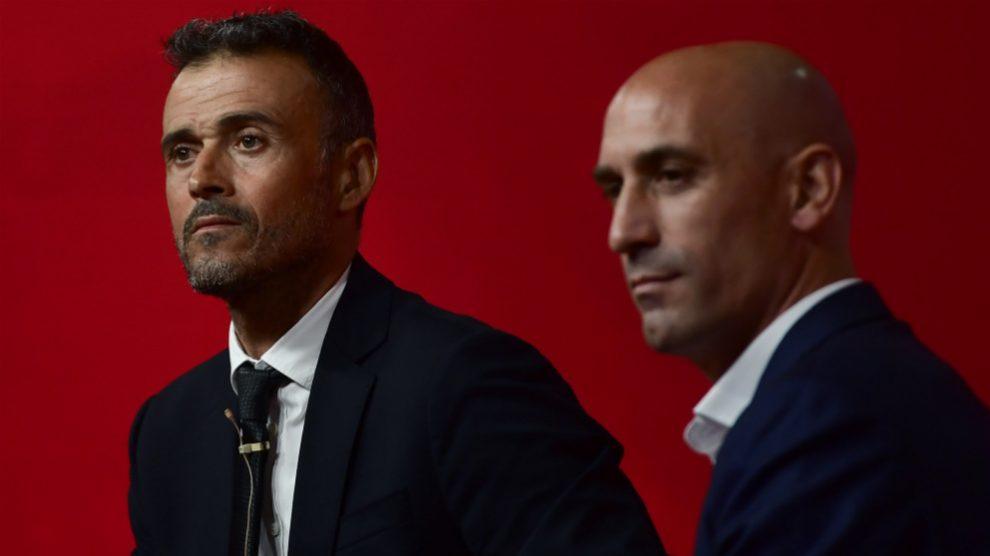 Luis Enrique y Rubiales durante la presentación del técnico como nuevo seleccionador. (AFP)