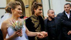Peter Sagan y Katarina Smolkova, durante su boda. (AFP)
