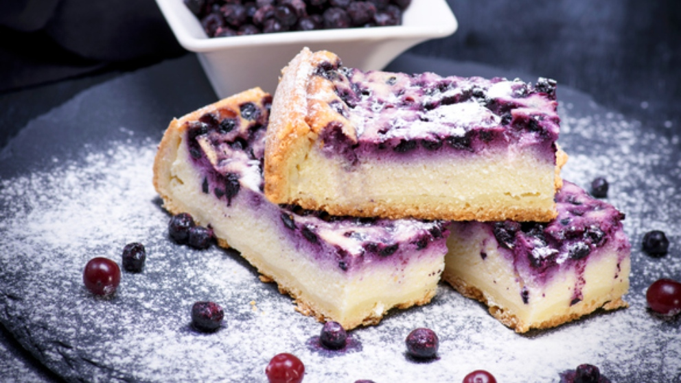 Receta de tarta de hojaldre con moras y almendras, fácil de preparar