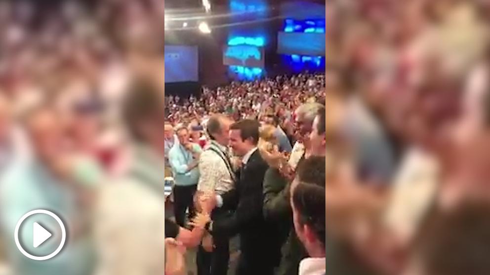Pablo Casad entra en el congreso al grito de «¡Presidente, presidente!»