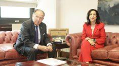 Félix Sanz Roldán, director del CNI, y Margarita Robles, ministra de Defensa. (Foto: Ministerio de Defensa)