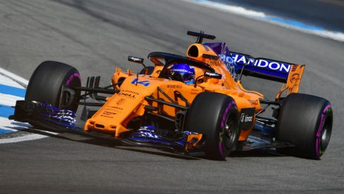 El coche de Fernando Alonso carece de potencia para hacer un gran resultado en Monza. (AFP)