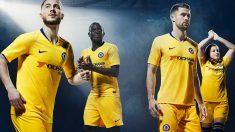 Eden Hazard, en primer plano, anuncia el regreso del amarillo al Chelsea.