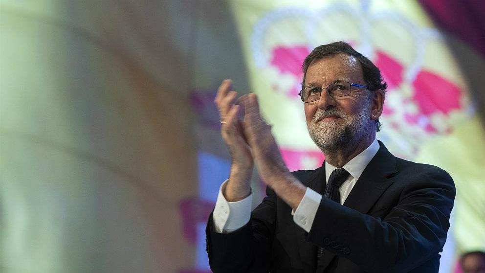 Mariano Rajoy agradece la ovación cerrada tras su discurso de despedida en el congreso del PP. (EP)
