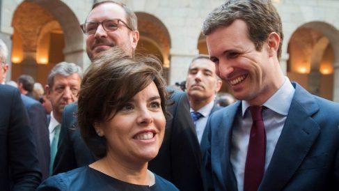 Soraya Sáenz de Santamaría y Pablo Casado, candidatos a liderar el PP, con Javier Maroto al fondo.