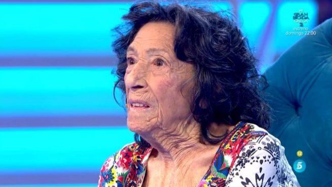 Volverte a ver: Rosa López sorprende a la abuela de Chueca, un icono del mundo gay