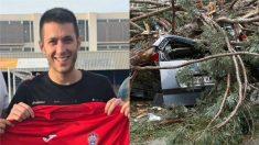 Jordi Carrión y el árbol caído sobre un vehículo.