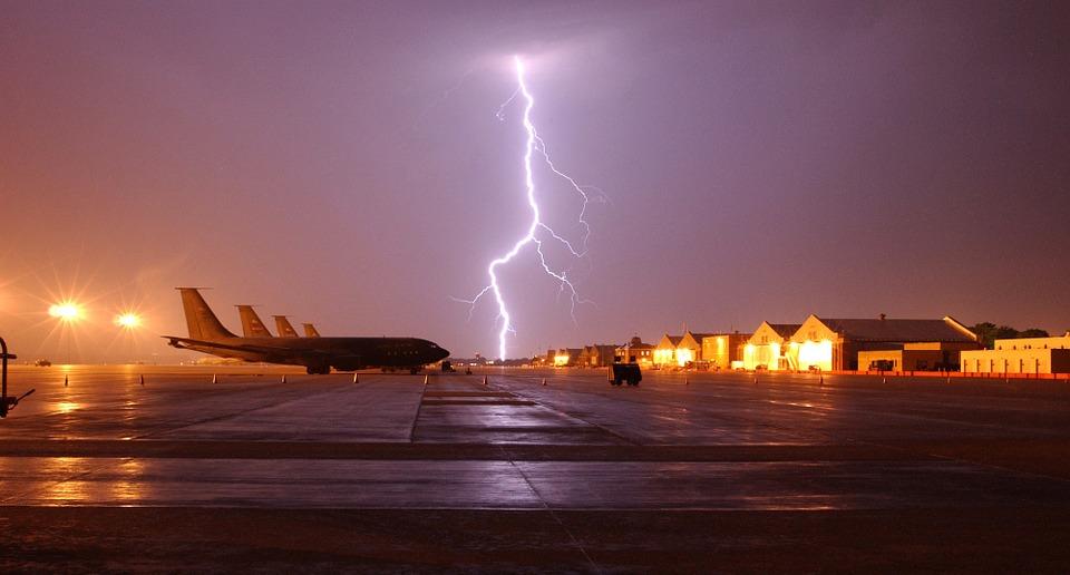 Aeródromo por la noche.