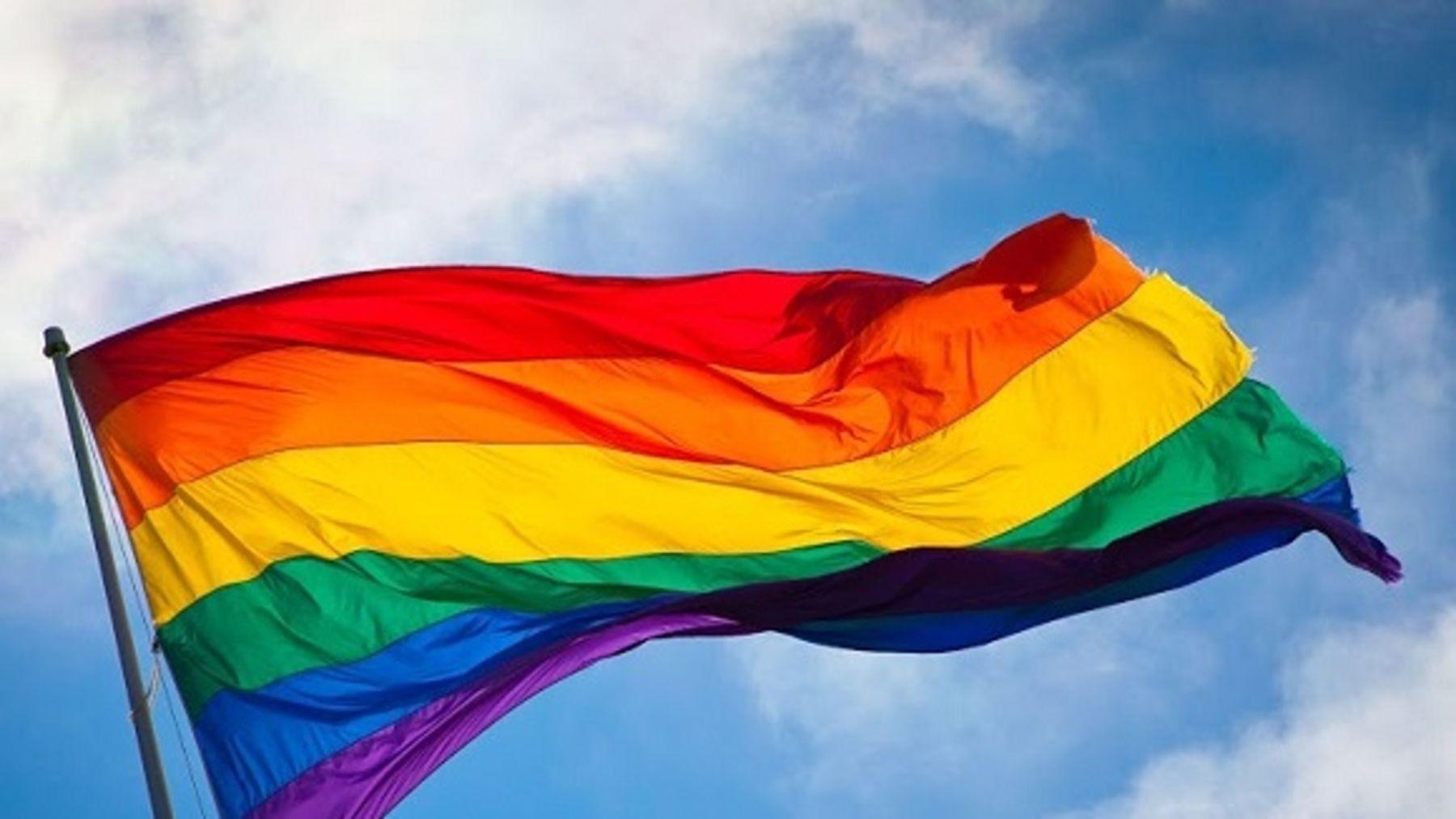 Bandera arcoíris durante un Desfile del Orgullo Gay en Jerusalén.