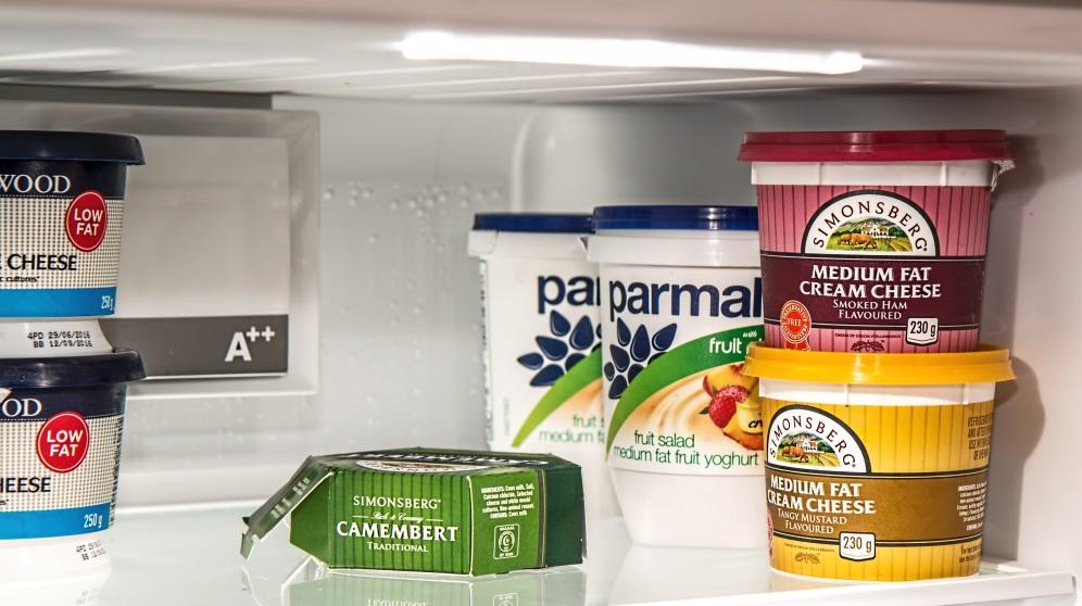 Cómo cambiar la goma del frigorífico y trucos para limpiarla