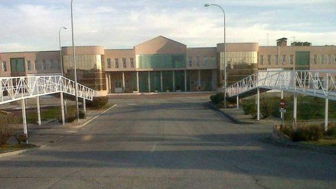 Fachada principal de la cárcel de Navalcarnero (Madrid).