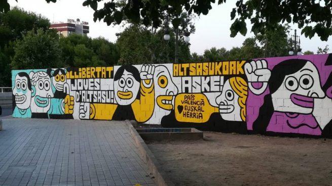 Un edil de Ribó insulta a los valencianos que borraron el mural por los proetarras de Alsasua