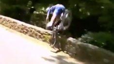 Gilbert sufre una caída durante la decimosexta etapa del Tour de Francia.