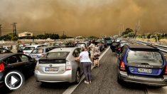 Los incendios en Atenas impide a estos conductores avanzar. (Foto: AFP)