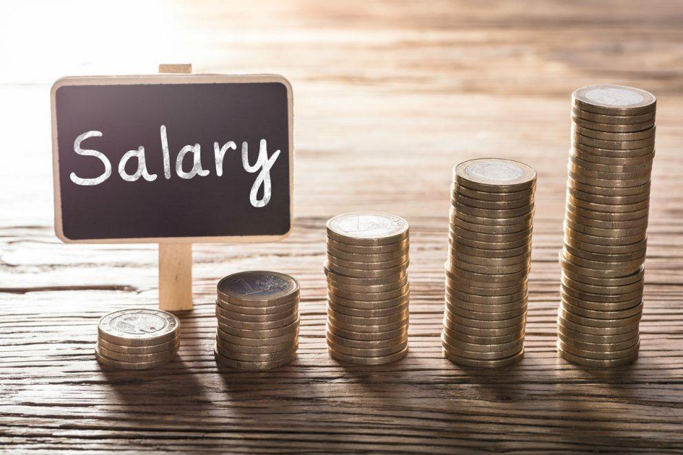 La caída del empleo en grandes empresas se modera al 4,8% en octubre y los salarios suben un 1,3%