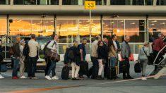 Pasajeros de Ryanair subiendo a un avión (Foto: iStock)